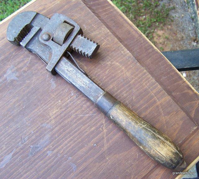 Monkey wrench 002