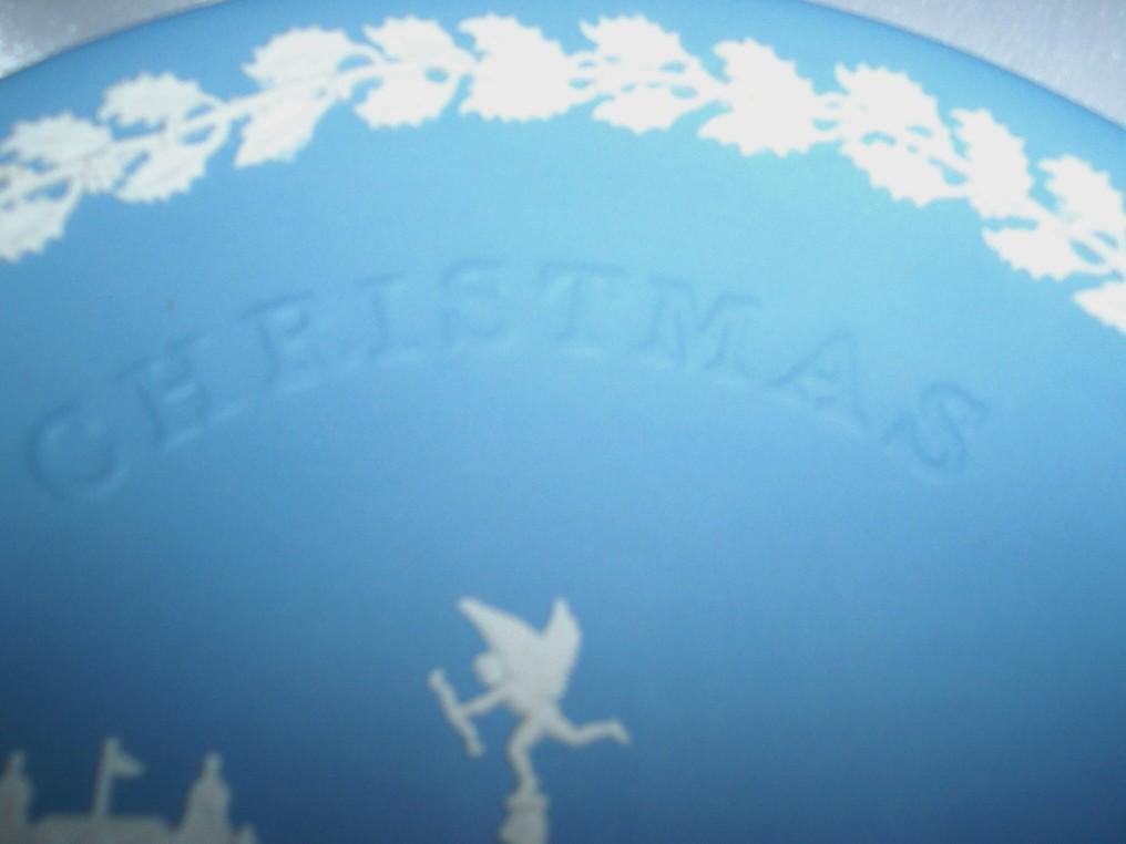 Wedgwood Jasperware 1971 Christmas Piccadilly Circus Plate/