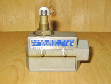 MICRO SWITCH DTE6-2RN80 SNAP ACTION SIDE MOUNT LIMIT SWITCH TOP ROLLER PLUNGER!