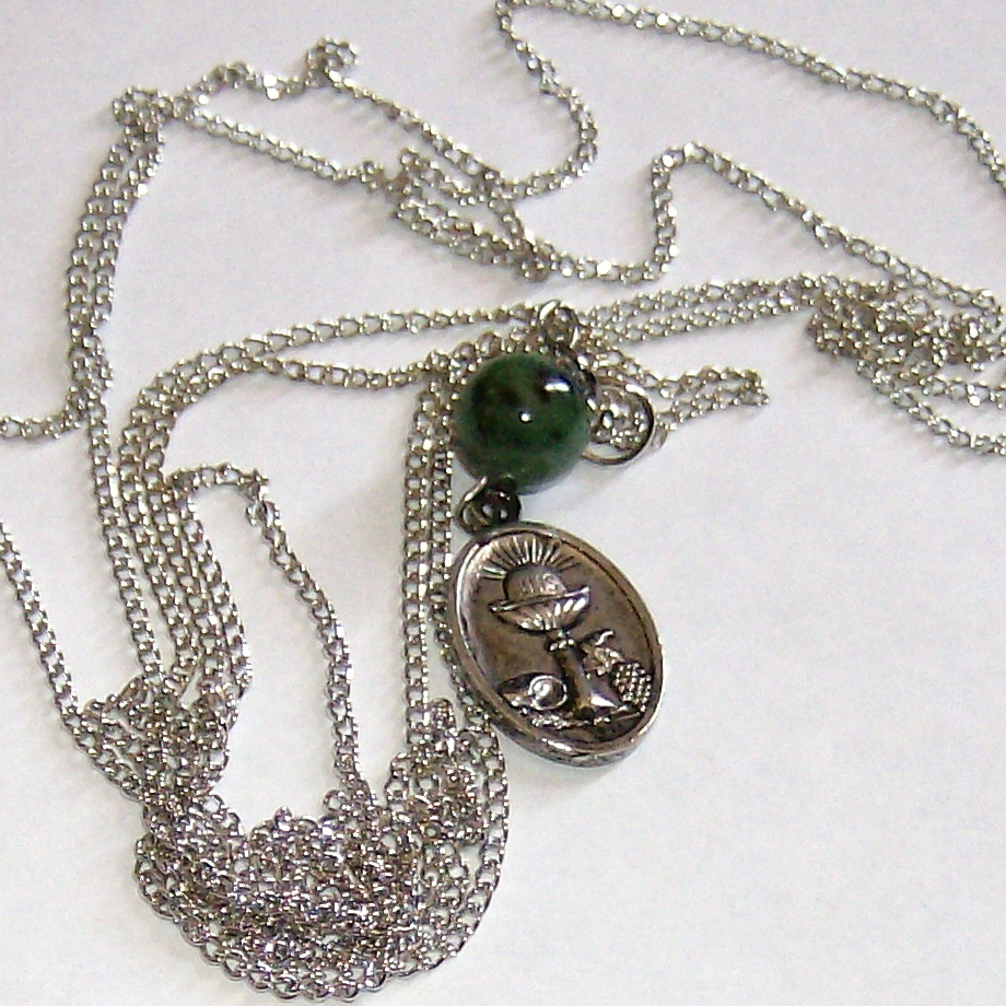 "medalion pendant w/jade bead on 60"" chain necklace"