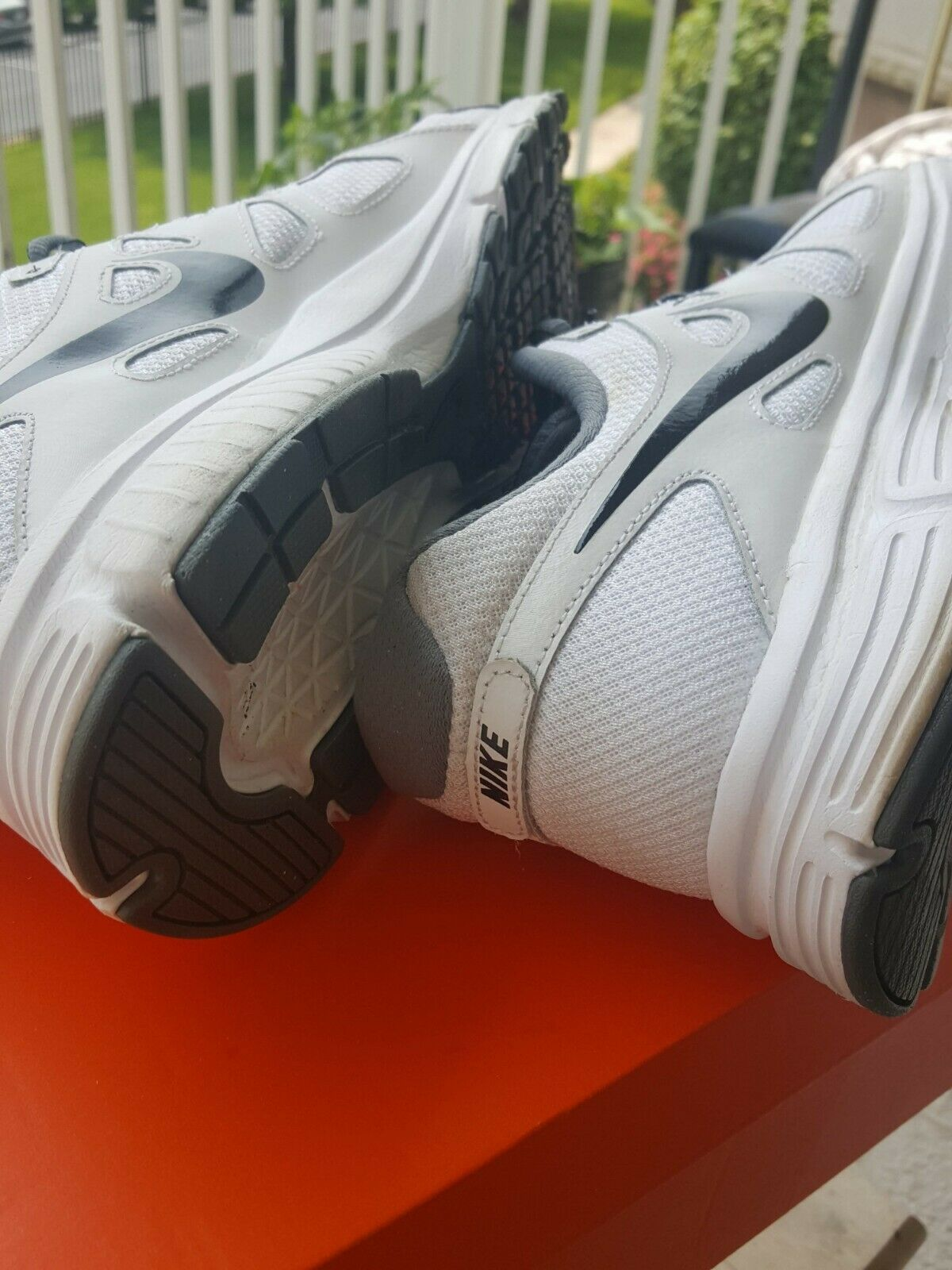 NIKE AIR MENS SHOES. SIZE 12