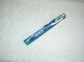 ORAL-B Cross Action #51 Criss-Cross Bristles TOOTHBRUSH (Soft Compact #35) New - $5.99