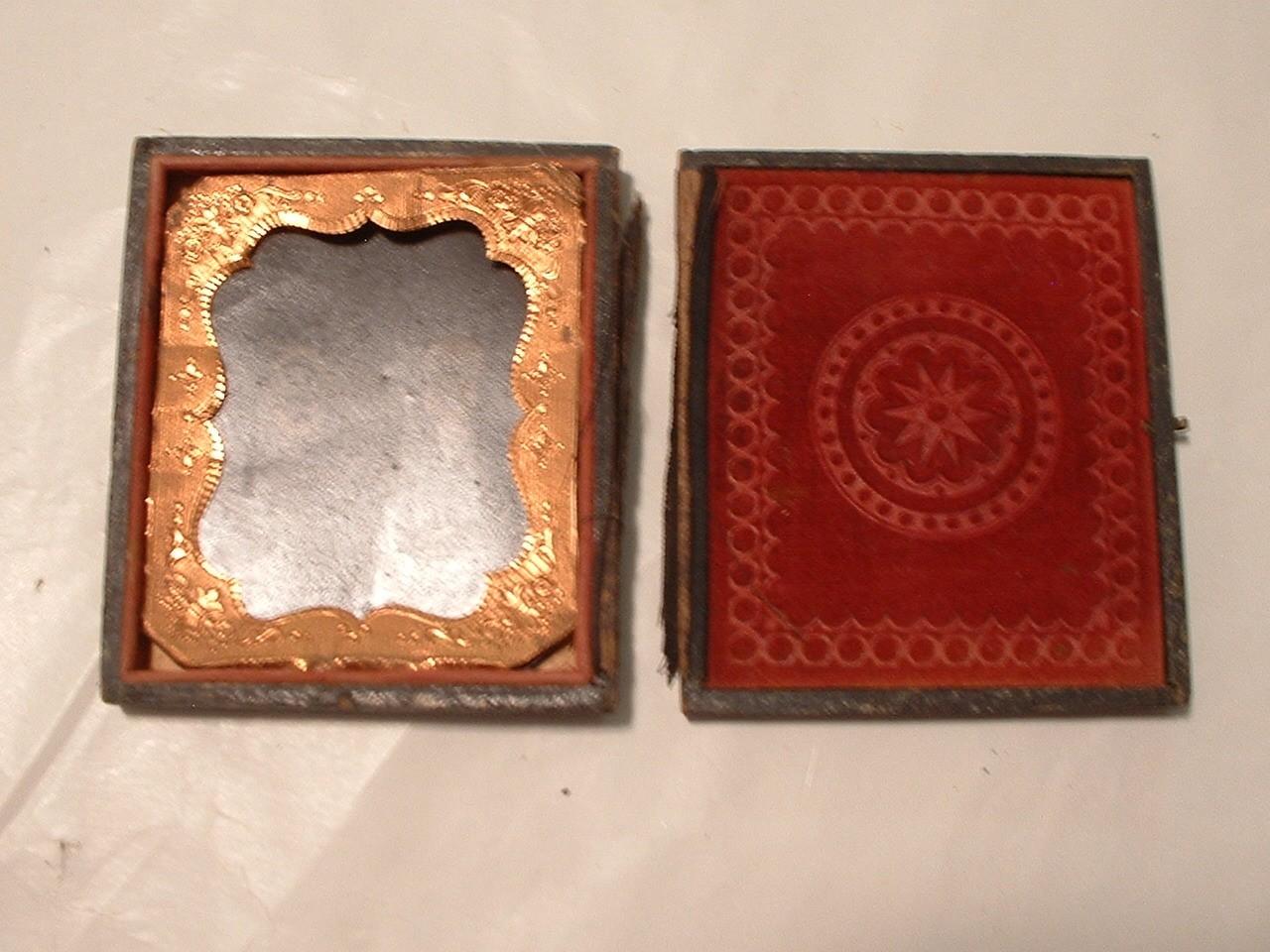 Vintage Antique Tin Type Photo in Case