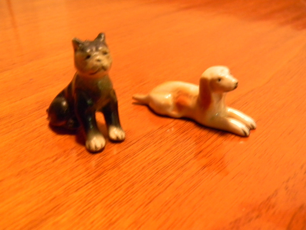 Vintage Pair of Porcelain Dog Figurine Knick Knacks