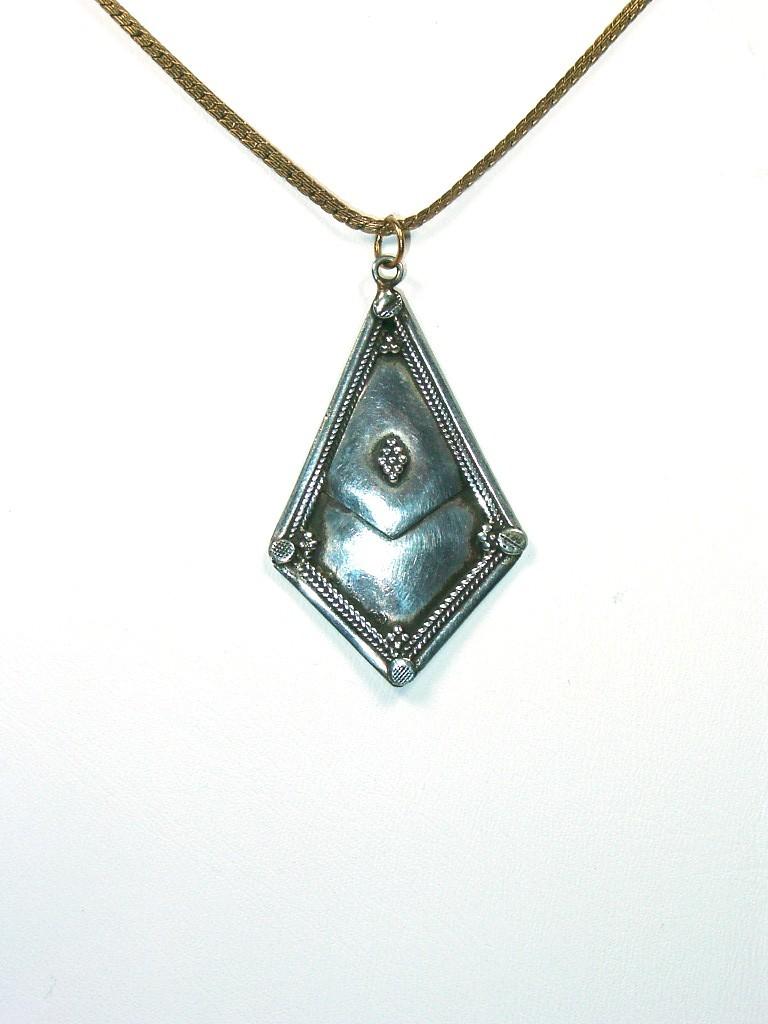 Silver Kite-Shaped Exotic Pendant