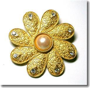 Primary image for Lovely Patterned Flower Rhinestone Faux Pearl Brooch