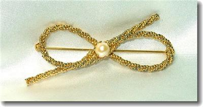 Vintage Genuine Cultured Pearl & Goldtone Rope Bow Pin