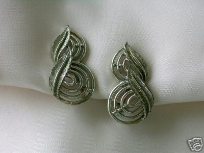 Vintage Coro Silvertone Leaf and Circles Clip Earrings