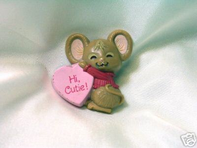Adorable Valentine's Day Hallmark Mouse & Heart Pin