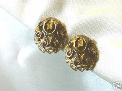 Vintage Goldtone 3-D Filagree Clip Earrings