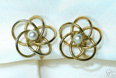 Wonderful Atomic Pearl Screwback Earrings