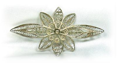Beautiful Vintage Ornate Filagree Floral Wrap Brooch