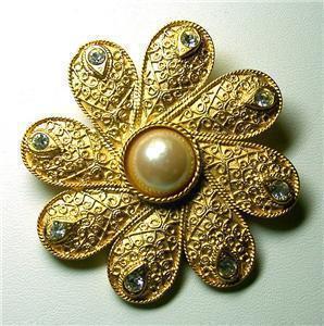Lovely Patterned Flower Rhinestone Faux Pearl Brooch