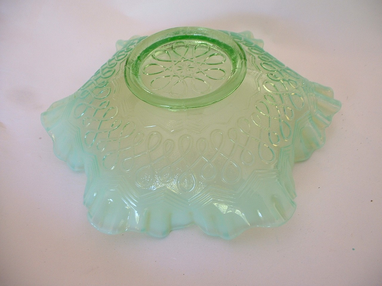 Vintage Green Opalescent Jefferson Glass Many Loops Bowl