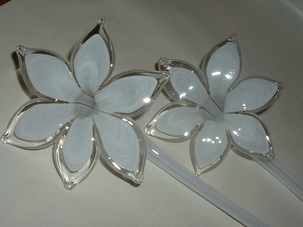 Vintage 5 Murano Art Glass Flowers in an Art Glass Crackle Large Vase