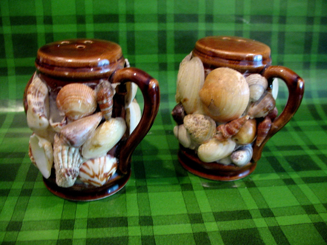 Hawaii Seashells Salt Pepper Shakers Set Vintage Souvenir Collector Collectible