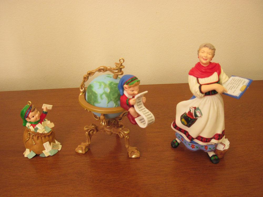 Lettera  Globus  Mrs Claus Hallmark 2001 Keepsake Collectors Club Christmas
