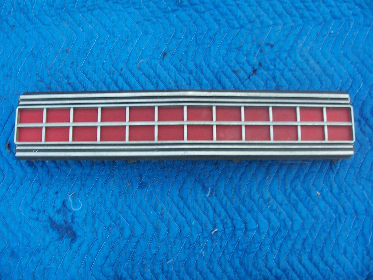 1973 MARQUIS 2 DOOR BROUGHAM CENTER TAILLIGHT REFLECTOR TRIM PANEL OEM USED ORIG
