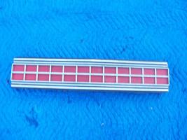 1973 MARQUIS 2 DOOR BROUGHAM CENTER TAILLIGHT REFLECTOR TRIM PANEL OEM USED ORIG image 2