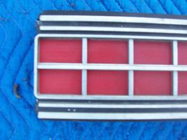 1973 MARQUIS 2 DOOR BROUGHAM CENTER TAILLIGHT REFLECTOR TRIM PANEL OEM USED ORIG image 3