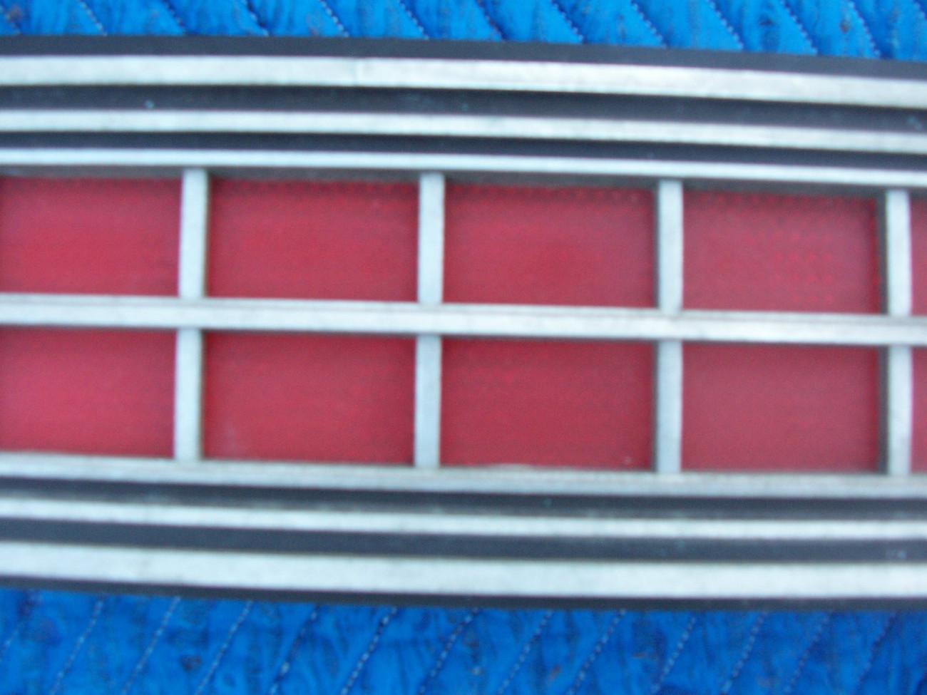 1973 MARQUIS 2 DOOR BROUGHAM CENTER TAILLIGHT REFLECTOR TRIM PANEL OEM USED ORIG image 4