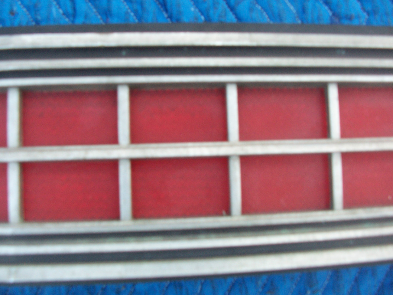 1973 MARQUIS 2 DOOR BROUGHAM CENTER TAILLIGHT REFLECTOR TRIM PANEL OEM USED ORIG image 6