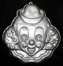 Wilton 1989 Happy Clown Face Pan 2105-802  - $14.99