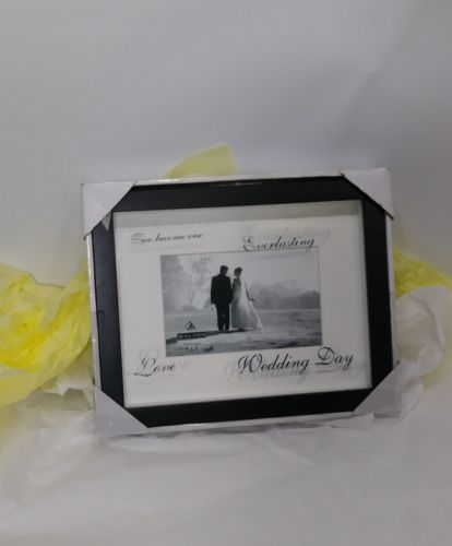 WEDDING DAY PHOTO FRAME BLACK TWO BECOME ONE WRITTEN ON GLASS HOLDS 4 X 6 PHOTO