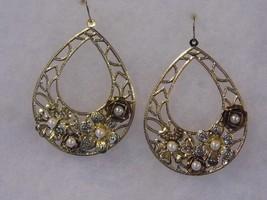 Beautiful Pierced Pair Earrings Pearl Gold Tone Costume Fashion Jewelry - $10.66