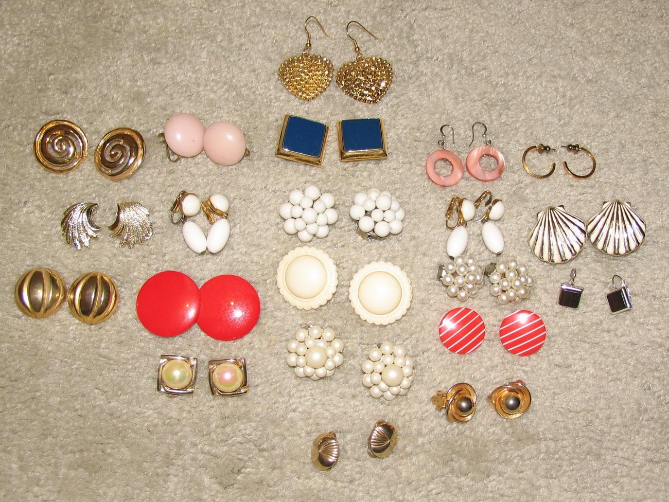 Vintage Lot: 21 Pr Earrings: Pierced, Clip Ons & Screw Backs