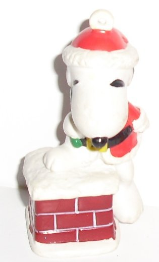 Peanuts SNOOPY PVC Figure Christmas ORNAMENT Santa on Chimney 2.5""