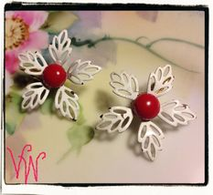 VTG 50s/60s White Filigree Petaled Enamel Flowers/Red Centers Clip On Earrings image 2