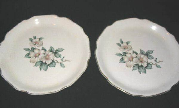 2 Vintage Sabin Dinner Plates Warranted 22 K Dogwood