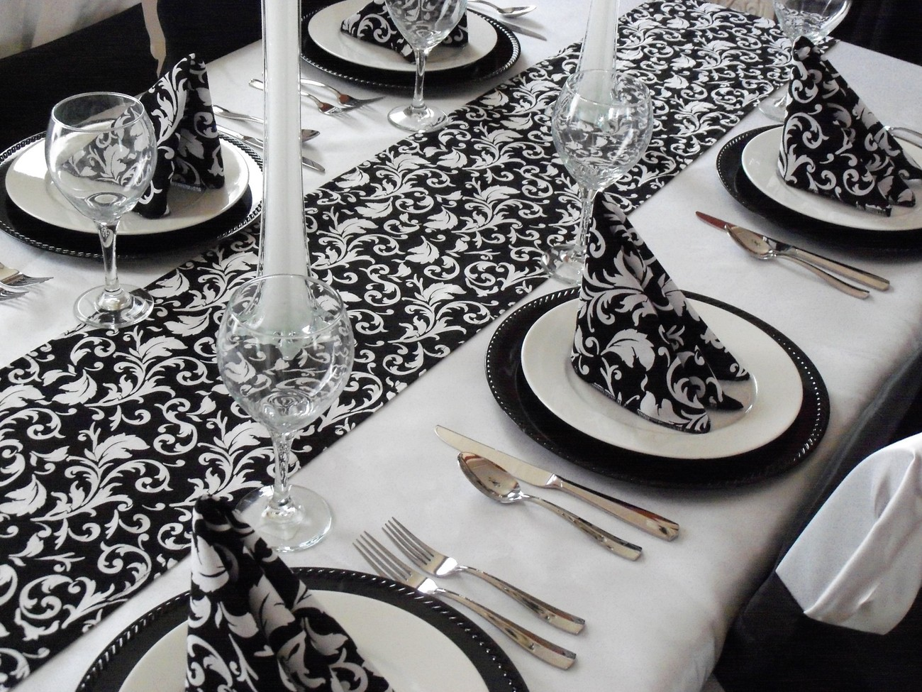 Wedding black and white damask table runner free ship for Black and white reception tables