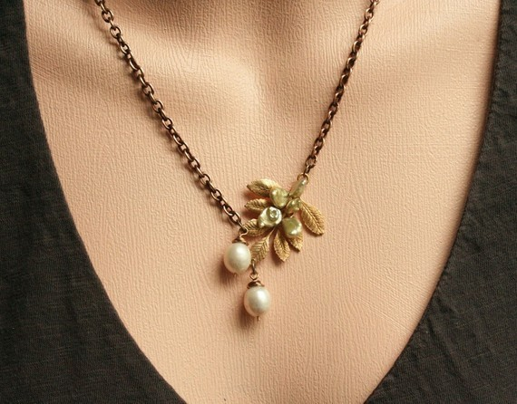 Mixed Pearl Necklace with Leaf Branch