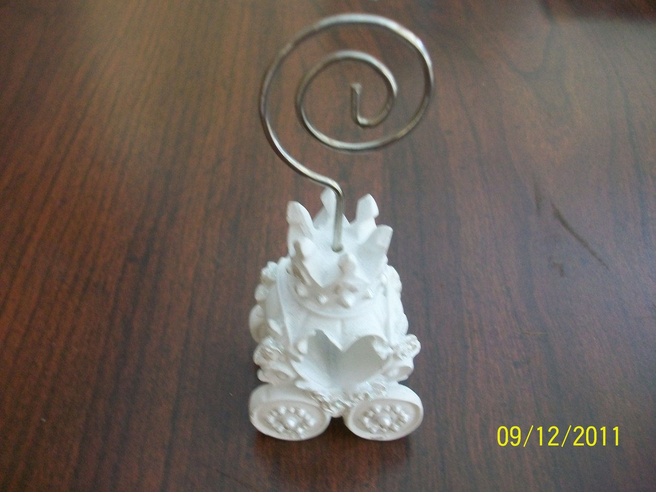 Royal coach design place card holder for a picture or note