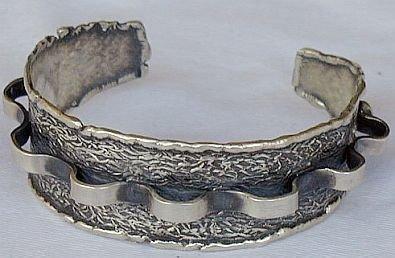 Silver pitulim bangle