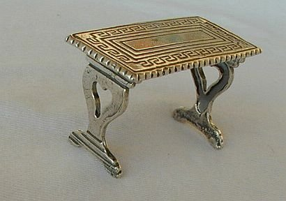 Table miniature c 1