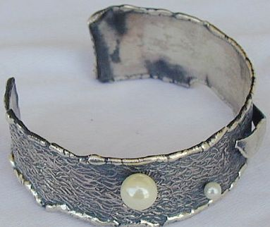 2White and  pearls bangle B