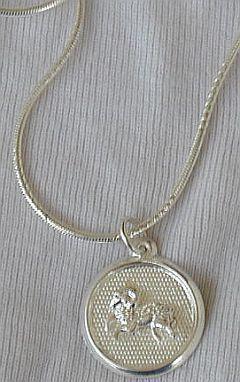 Capricon round pendant