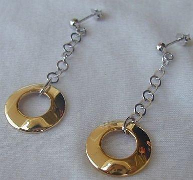 Dangling golden rings earrings