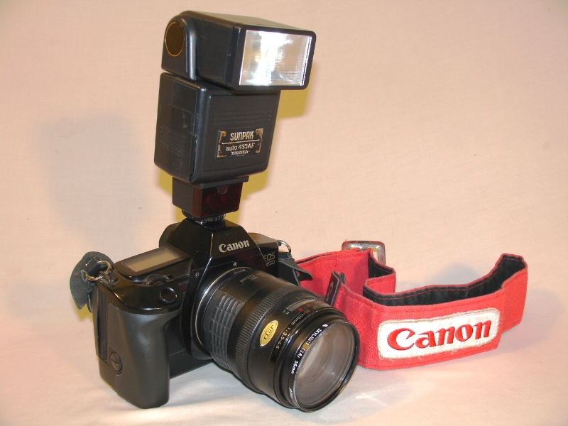 Canon EOS 650 SLR 35mm Film Camera with Sunpack Flash