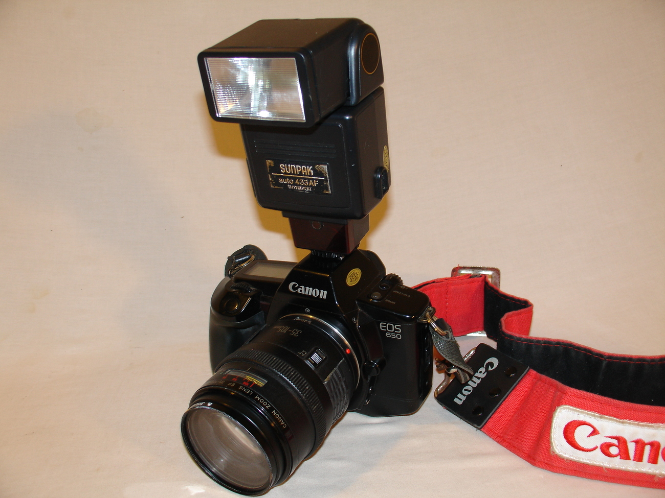 Canon EOS 650 SLR 35mm Film Camera with Sunpack Flash
