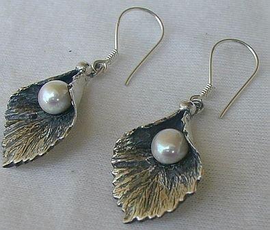 Silver pearl earrings B