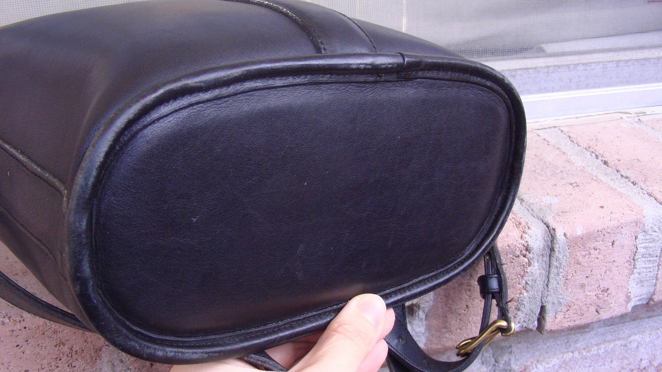Authentic Very Rare Vintage Black Coach Cross Body Leather Shoulder Bag 1970s.
