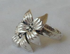 Flower ring c a