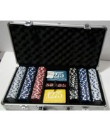 *NEW*  Willco 300 Pieces Poker Chip set in an Aluminum carrying Case  - $18.53