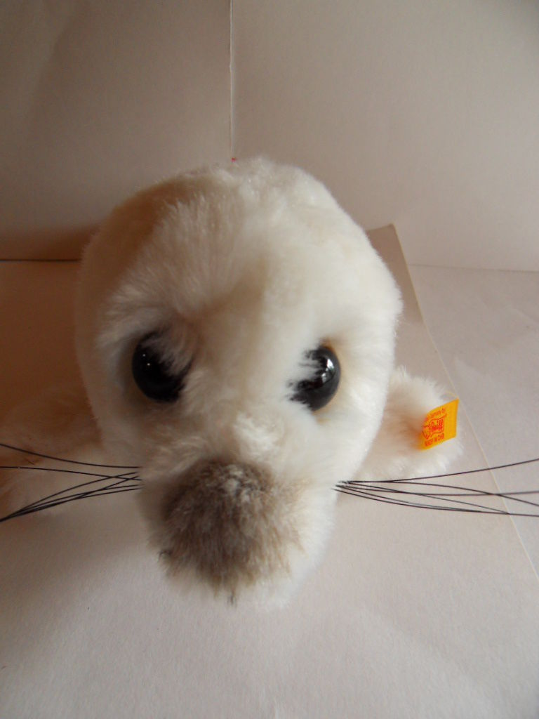 Steiff seal  Cosy Baby seal button flag Germany 884