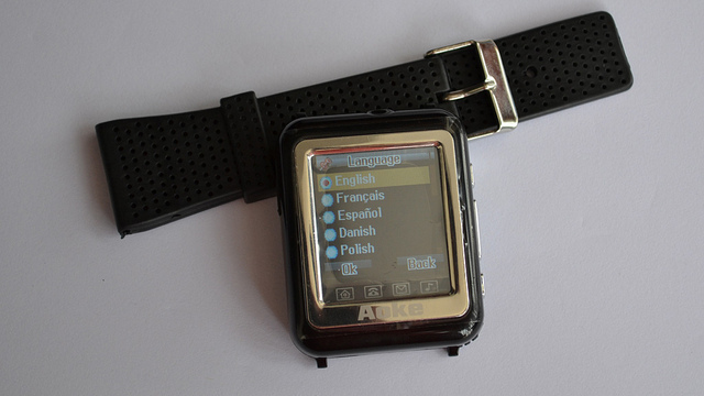 NEW Watch Mobile Cell Phone MP3 MP4 Triband CAMERA