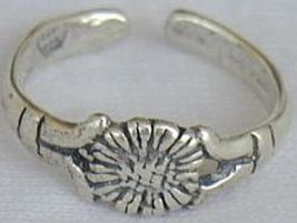 silver flower toe ring - $6.00